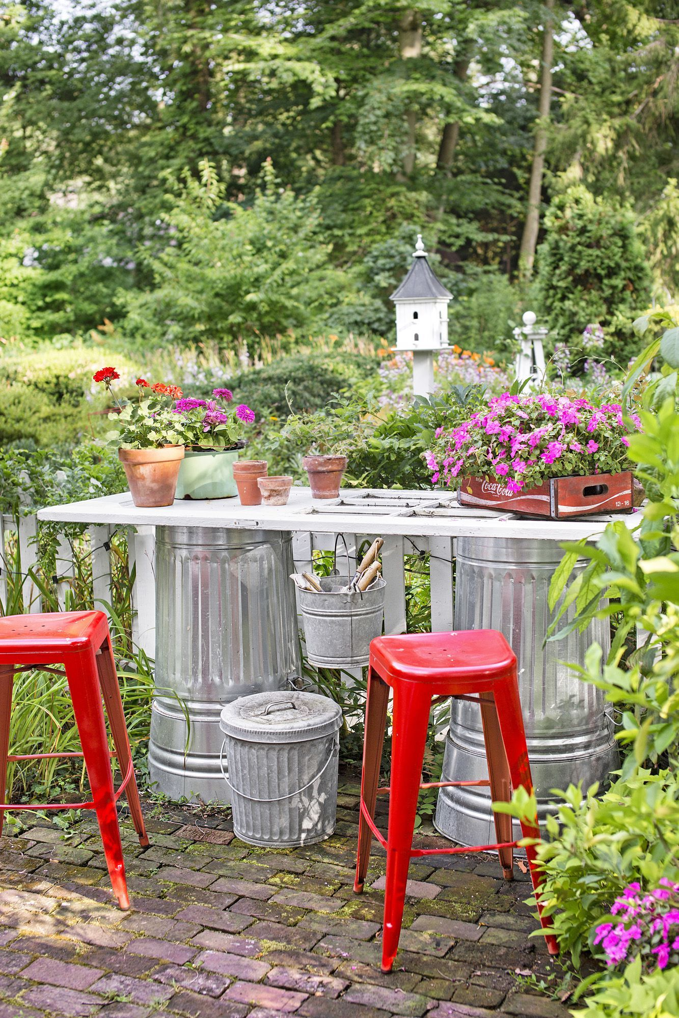 10 Amazing Designs of How to Makeover Funky Garden Ideas ... on Diy Backyard Patio Cheap  id=73673