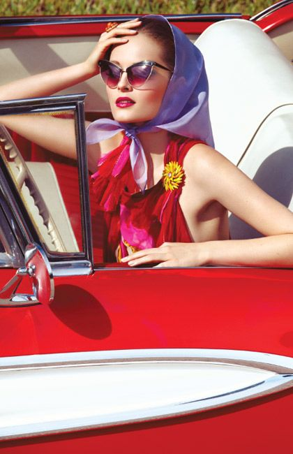 Pin-Up Vintage Fashion Noir Retro Culture Burlesque Movies and more. Pin Up Vintage, Mode Vintage, Vintage Scarf, Miami Street, Idda Van Munster, Retro Mode, Frou Frou, Up Girl, Girl Car