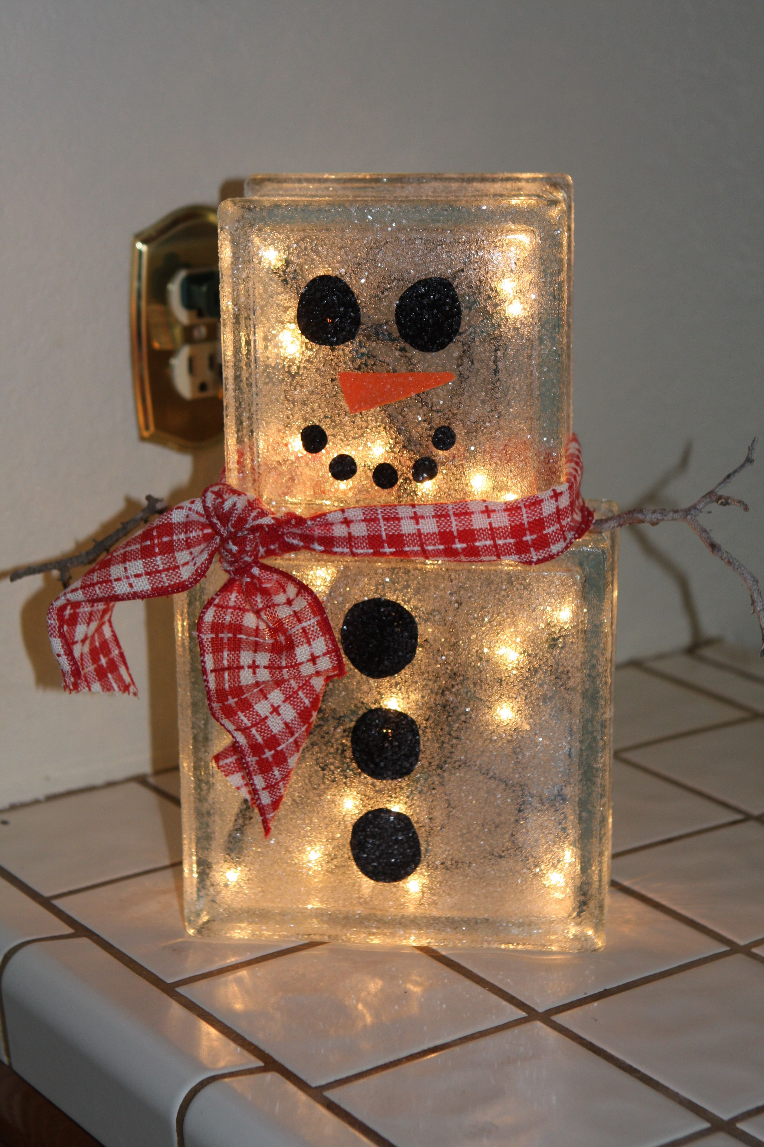 Glass block christmas decoration easy glass blocks and for Glass block crafts pictures