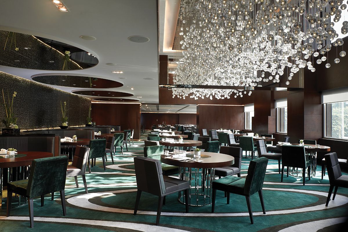 Luxury restaurant chandeliers design the mira hotels - Interior design for hotels and restaurants ...