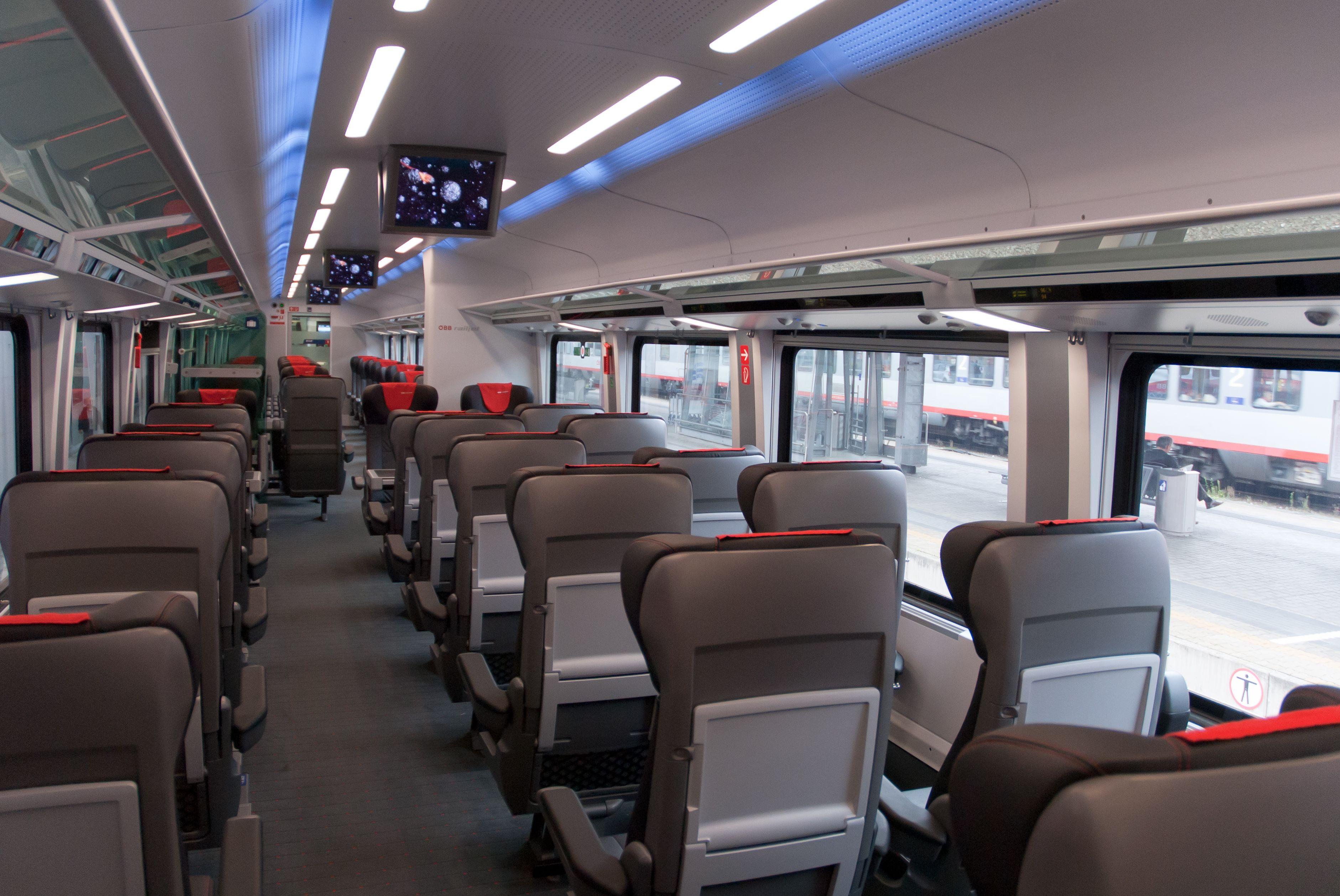 Railjet first class interior innsbruck main station a for Interior design innsbruck