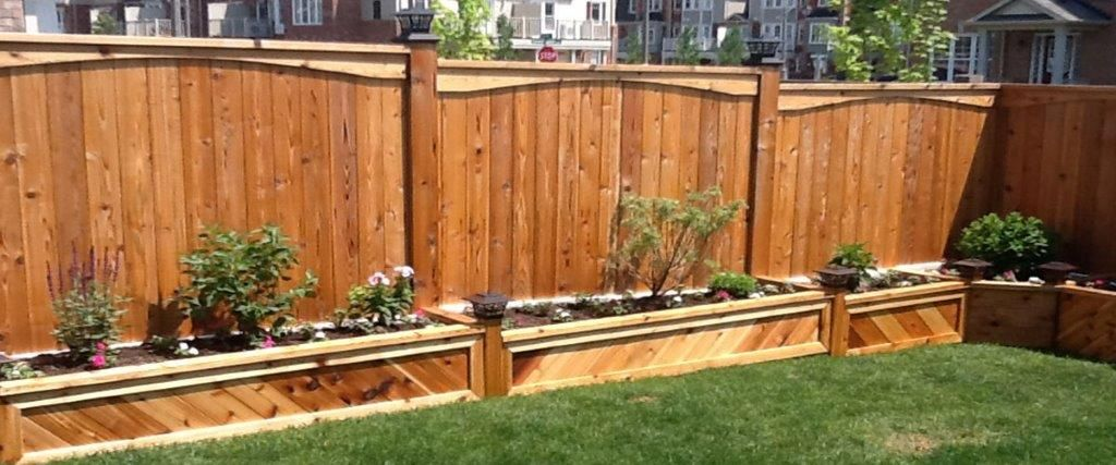 Fence with raised beds in front | Outdoor gardens design
