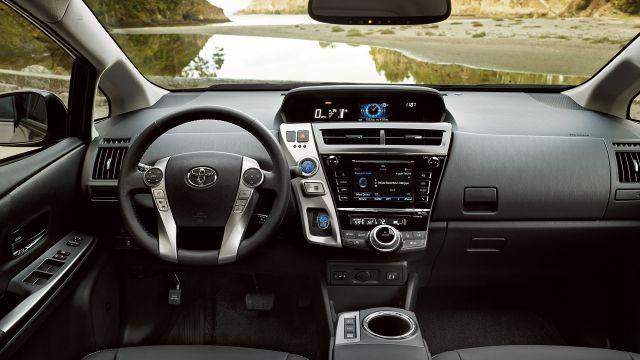 2018 Toyota Prius V >> 2018 Toyota Prius V Interior Toyota Prius Classic Cars