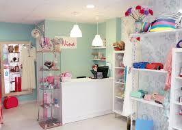 Resultado de imagen para como decorar un local de ropa para mujer