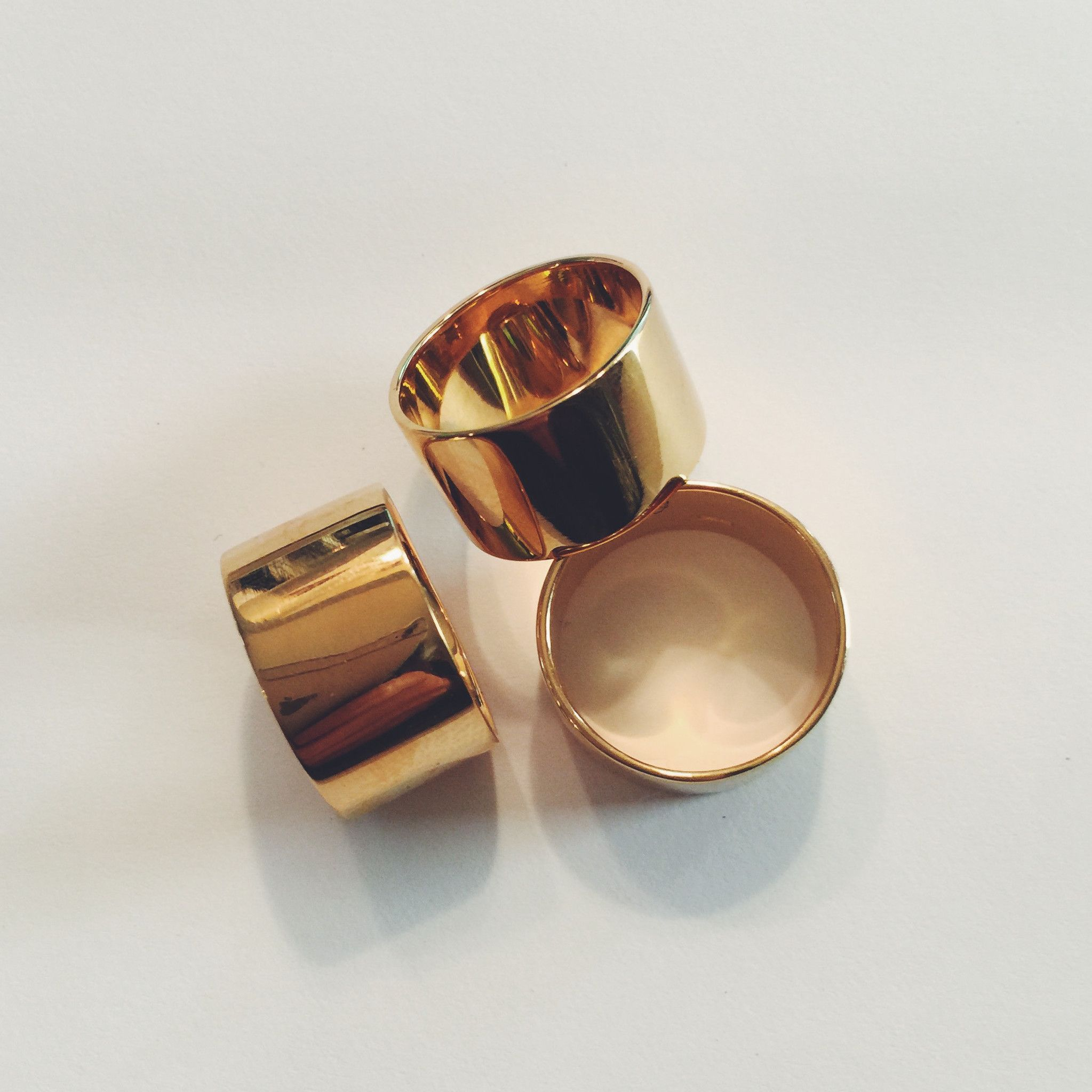 pin and ring hendecagon gold bands