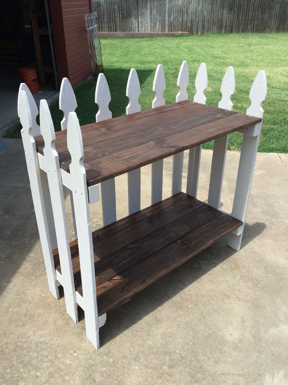Used Old Fence Pickets To Make A Console Table Console Fence Pickets Table In 2020 Woodworking Woodworking Projects Gifts Awesome Woodworking Ideas