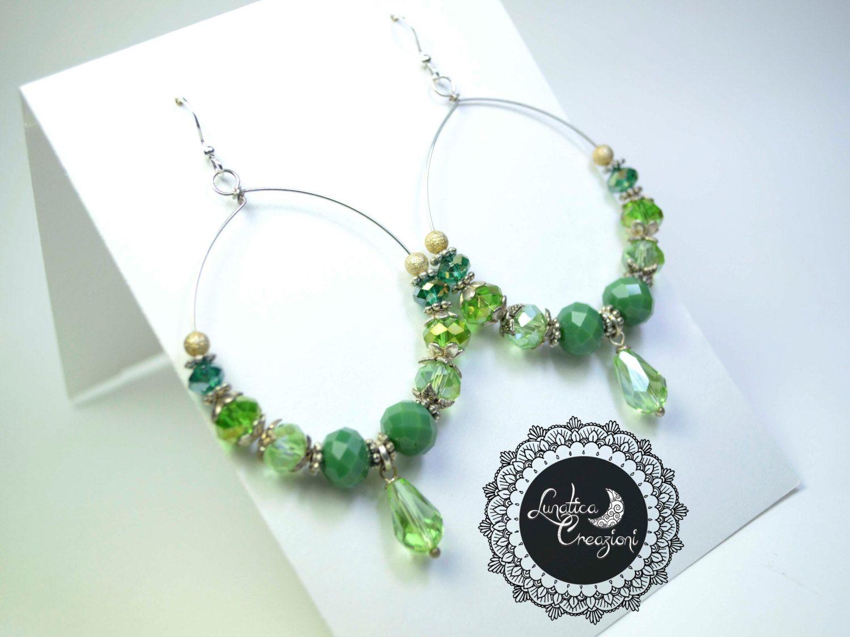Orecchini chandelier con cristalli sui toni del verde #lunaticacreazioni #orecchini #chandelier #earrings #cristalli #crystals #handmade #creations #fattoamano #jewels #jewellery #accessories #madeinitaly #etsy
