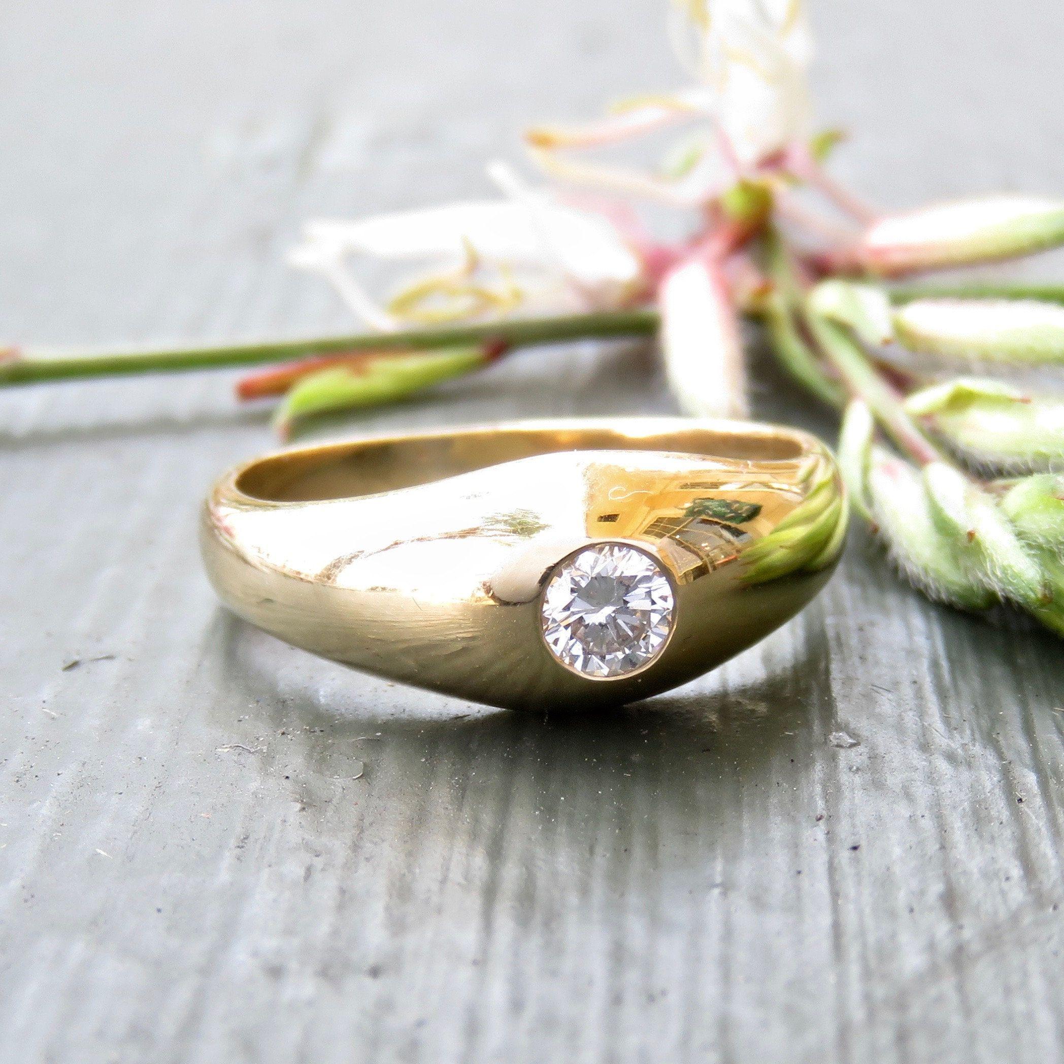 Vintage modern engagement ring in k gold and diamond vintage
