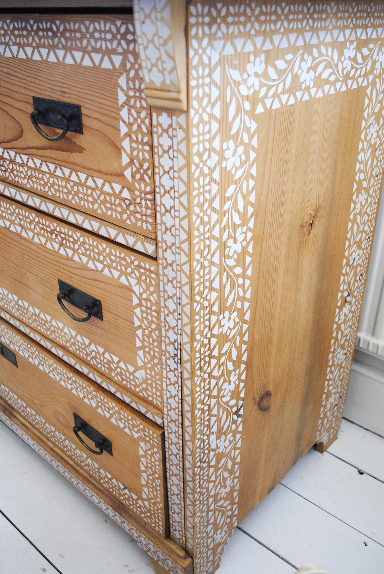 Wonderful Stencilling Onto Bare Pine. #nicolettetabram #stencil #paintedfurniture