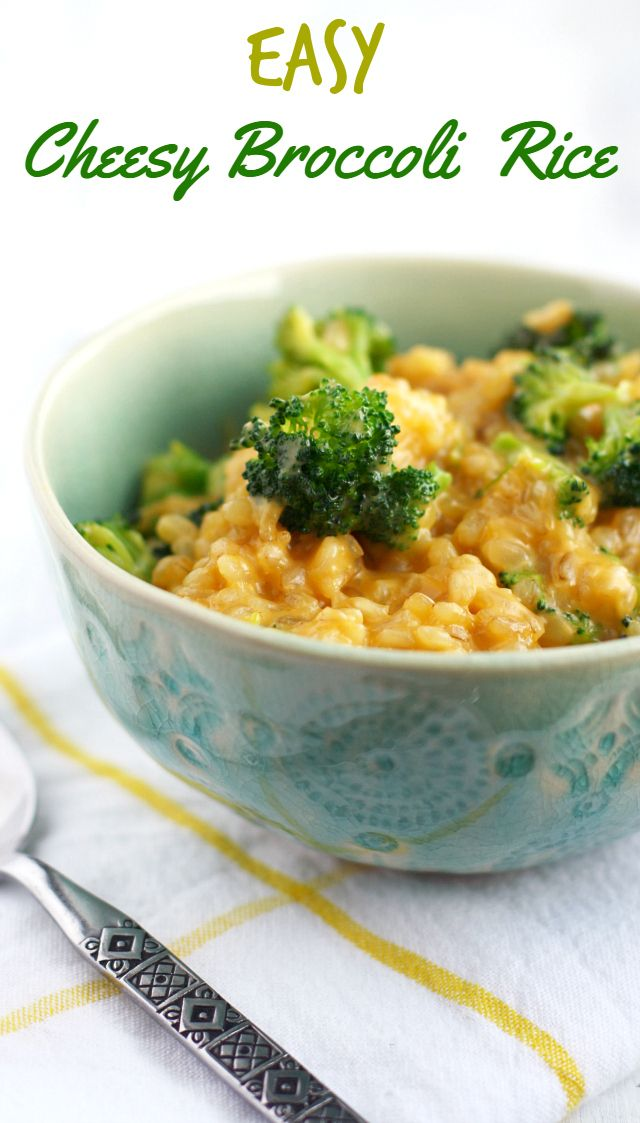 EASY, delicious, crowd-pleasing cheesy broccoli rice. Everyone loves this classic side dish! #glutenfree