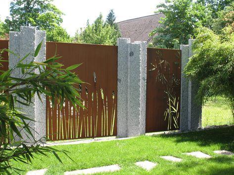 PARAS Sichtschutz in Cortenstahl an Granitstelen Garten