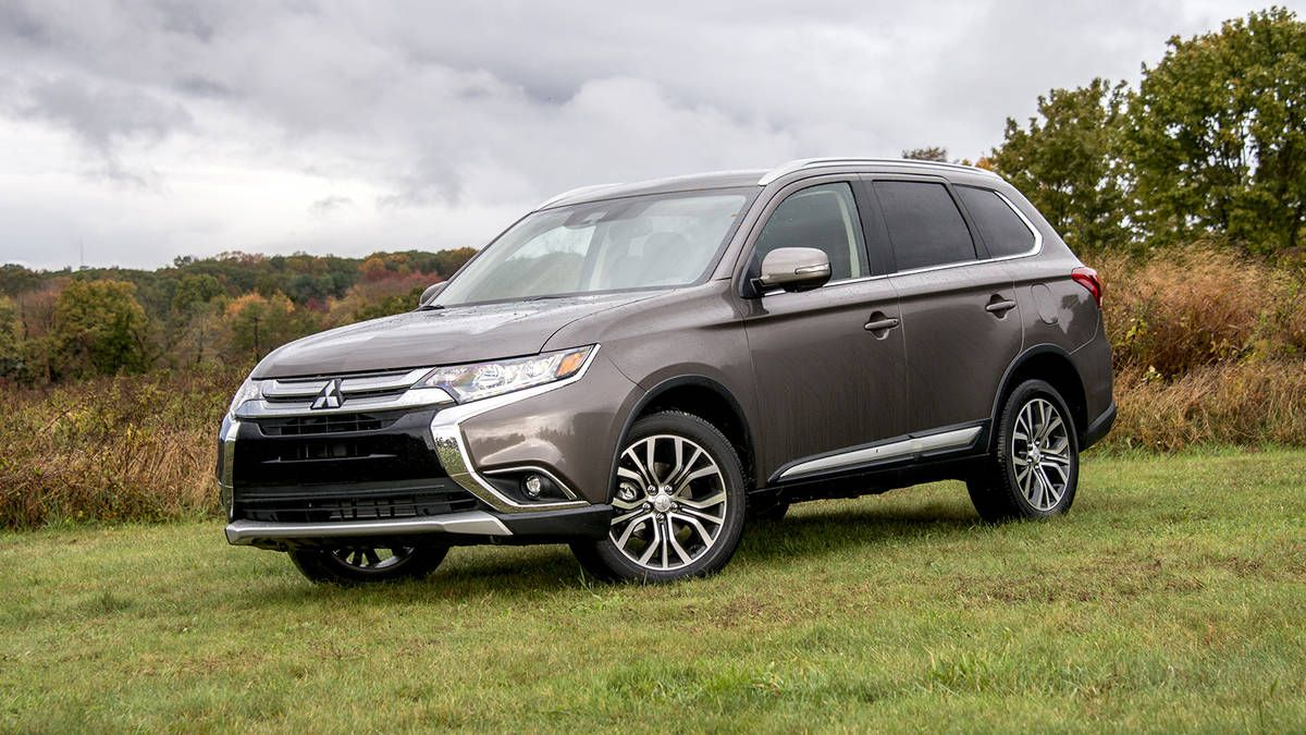 2018 Mitsubishi Outlander Sel Suv Review Price Specs Photo Gallery And Driving Impressions Mitsubishi Outlander Mitsubishi Outlander Phev