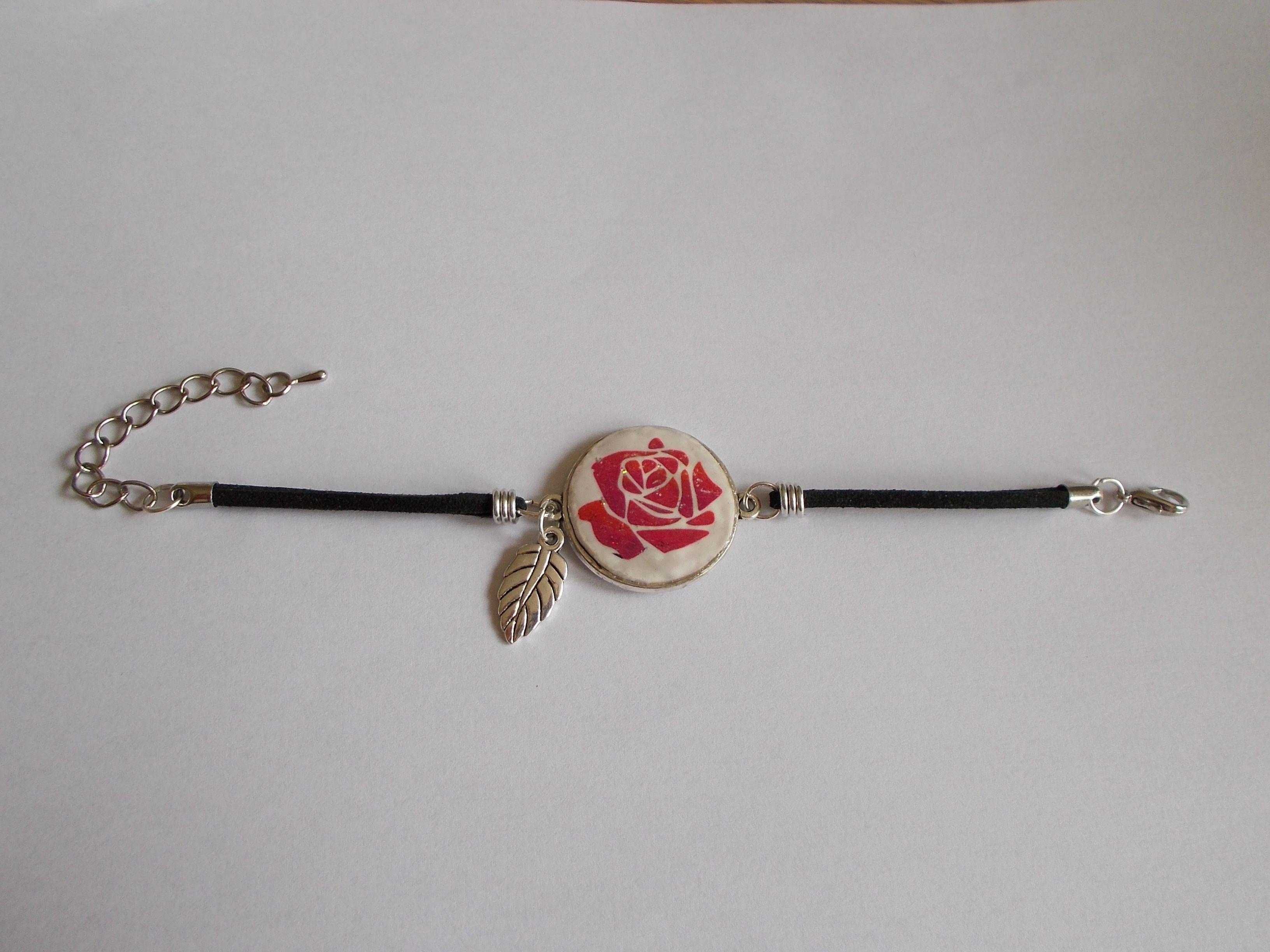 bracelet rose et feuille en argile polymère et cuir