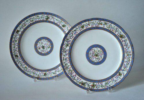 Paire d'assiettes en porcelaine de Sèvres, 1788 et 1790