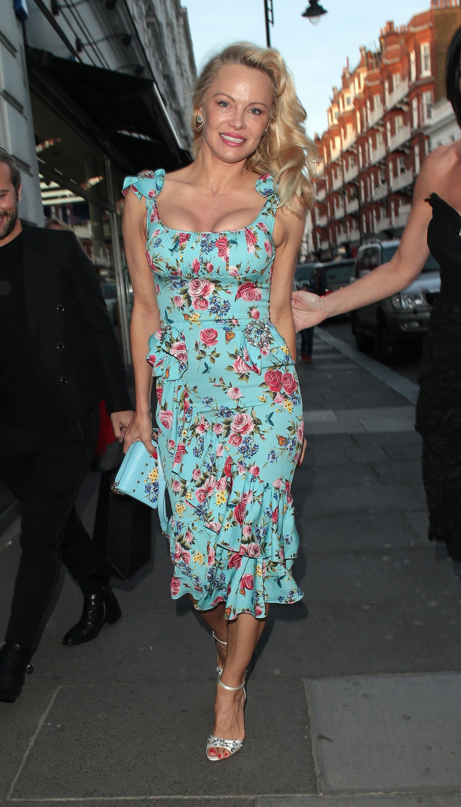 db8ab803d9e Love this dress! Pamela Anderson was fresh-faced and gorgeous at an Earth  Day event over the weekend.