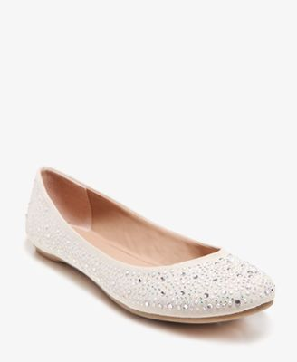 I need these!! :] And it comes in black also!!!!  Rhinestoned Ballet Flats | FOREVER21 - 2031557670