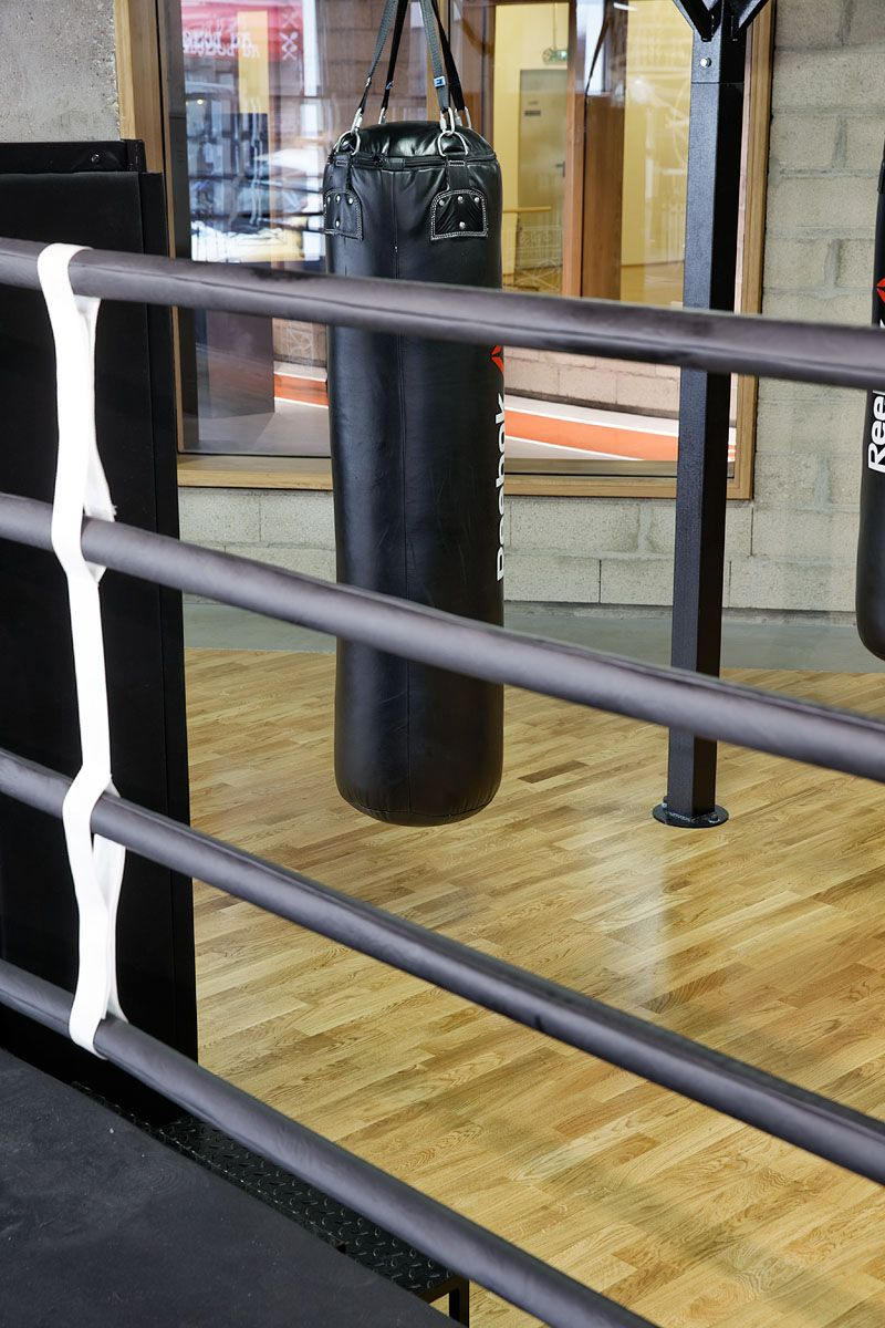 Tarkett Equipped The Boxing Yoga Pilates Rooms At This French Reebok Gym With Our Versatile And Practical Multiflex M Pa Avec Images Salle De Yoga Salle De Sport Yoga