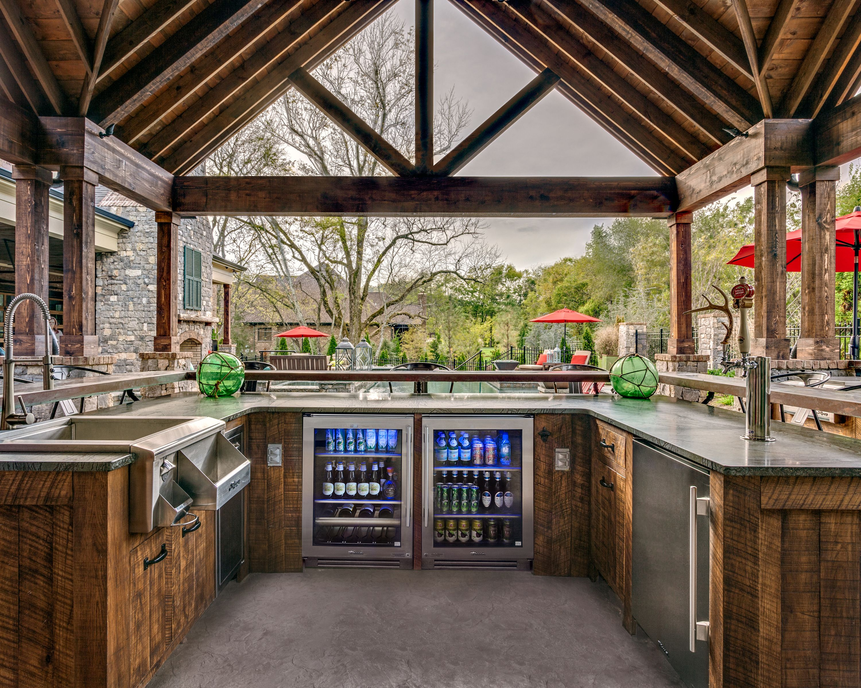 Brentwood outdoor entertaining with true residential 24 for Exterior kitchen doors with glass