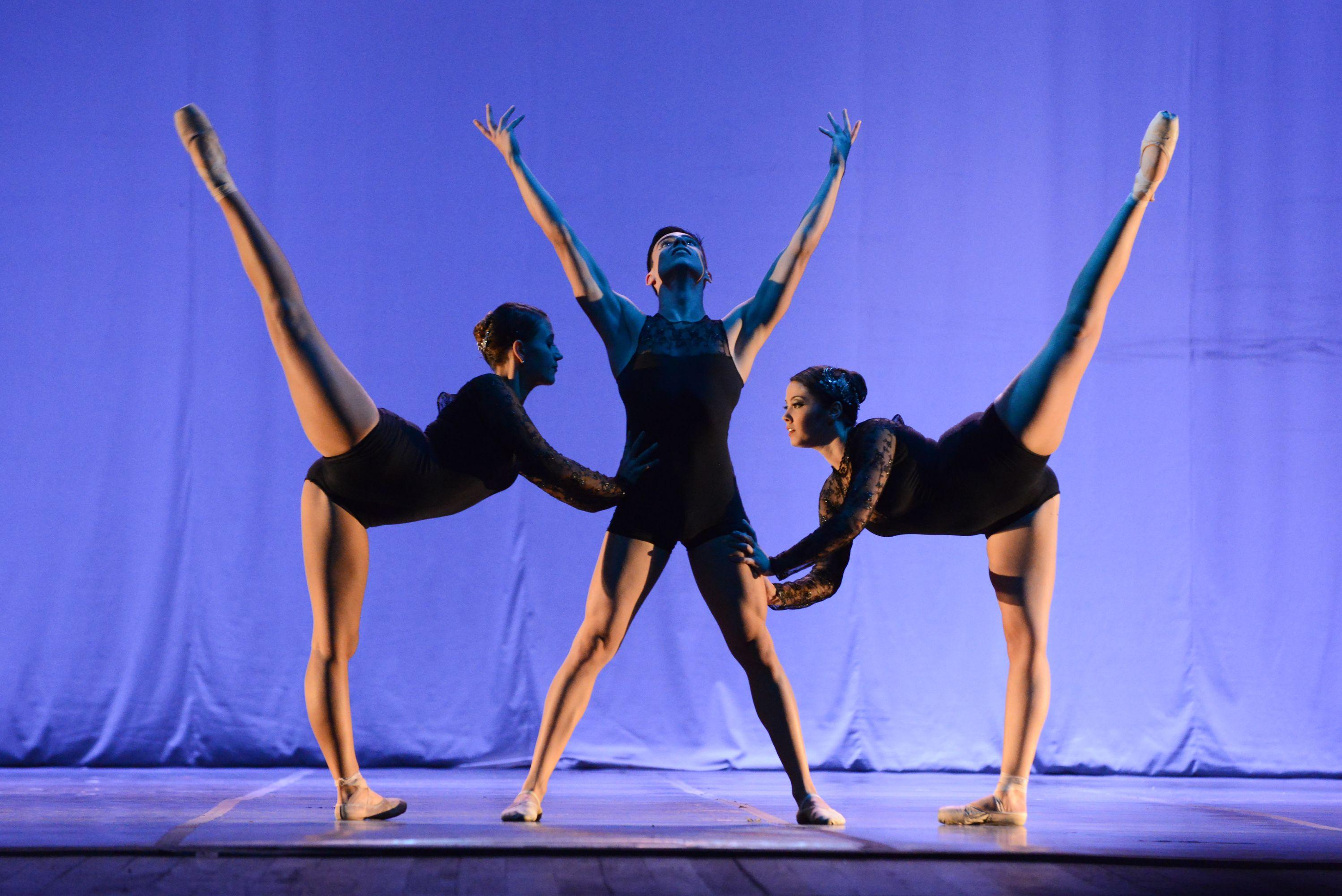 """Corpo de Baile Elaine Lacerda, de Osasco (SP), com a coreografia """"My World"""". Crédito: Dashmesh Photos/Claudia Baartsch"""