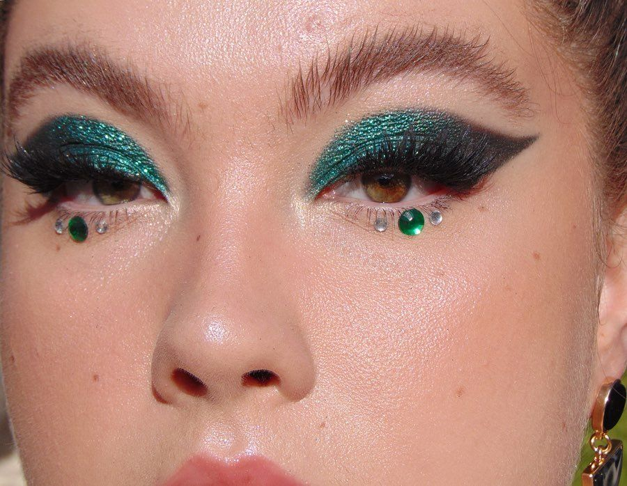 "Photo of ルInstagram:""グリッターバグ✨#化粧#makeupartist#編集#editorialmakeup#avantgardemakeup#eylurelashes#colourpopflexitarian#colourpopme…"""