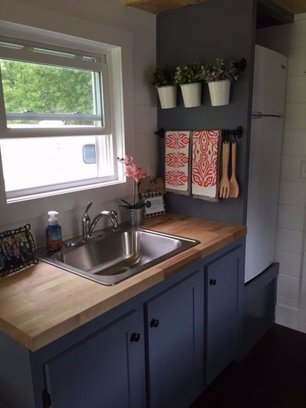 Pin By Jacquie Mallard On Home Small Apartment Kitchen