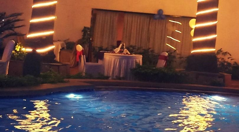Poolside Candlelight Dinner In Koramangala Bangalore Best Place To Celebrate Birthday In Bangalore For Couples Bi Candle Light Dinner Poolside Candlelight
