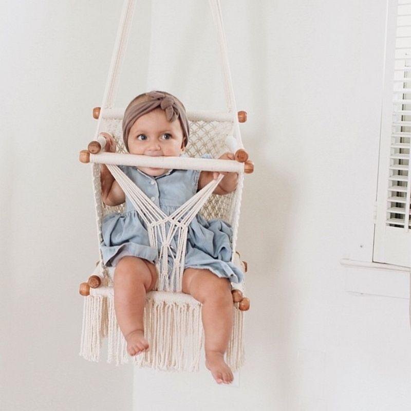 La Chaise Balancoire Plus Tendance Que Jamais Ideo Chaise Balancoire Rocking Chair Chambre Bebe Meuble Bebe