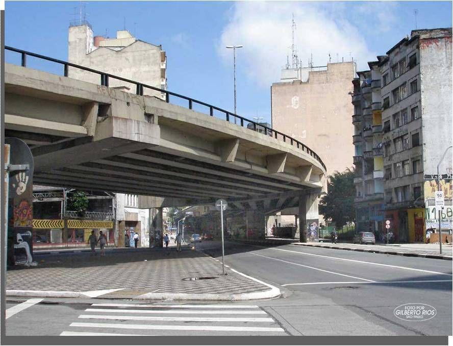 """Em 1970, para ligação do centro com a zona oeste, foi construído o elevado """"Costa e Silva"""", conhecido popularmente como """"Minhocão"""""""