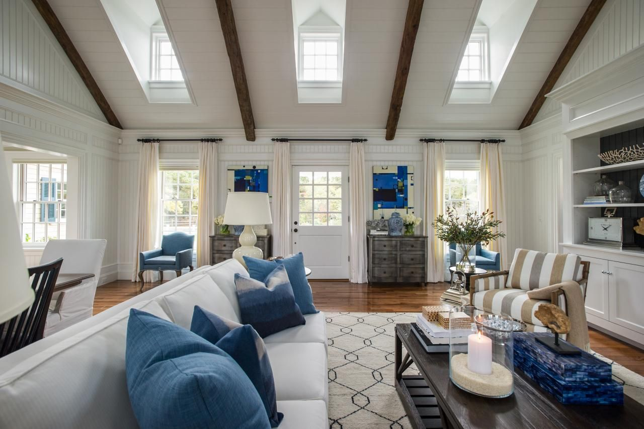 Home interior design great room with vaulted ceiling for Interior designs great rooms