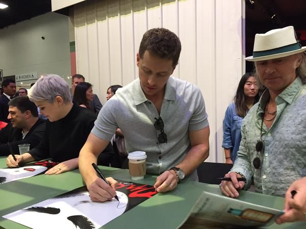 Autograph fun with Ginny, Goodwin, Josh Dallas & Robert Carlyle  #OnceUponATime #SDCC