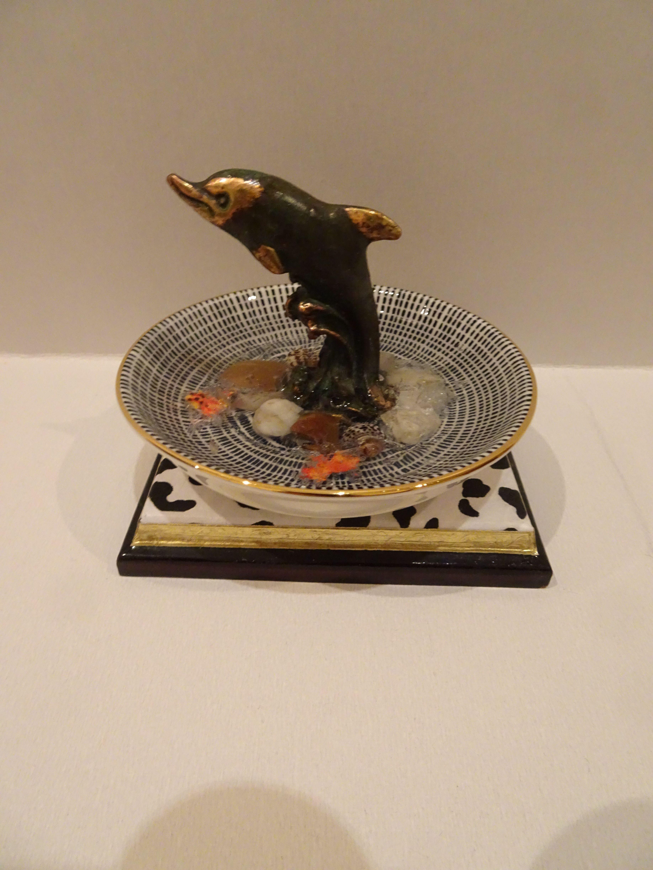 Miniatur 1 12 Zimmerbrunnen Aquarium Mit Led Beleuchtung Inspiriert Durch Mackenzie Childs Stil Ooak Dolls House Handmade In 2020 Led Beleuchtung Miniatur Zimmerbrunnen