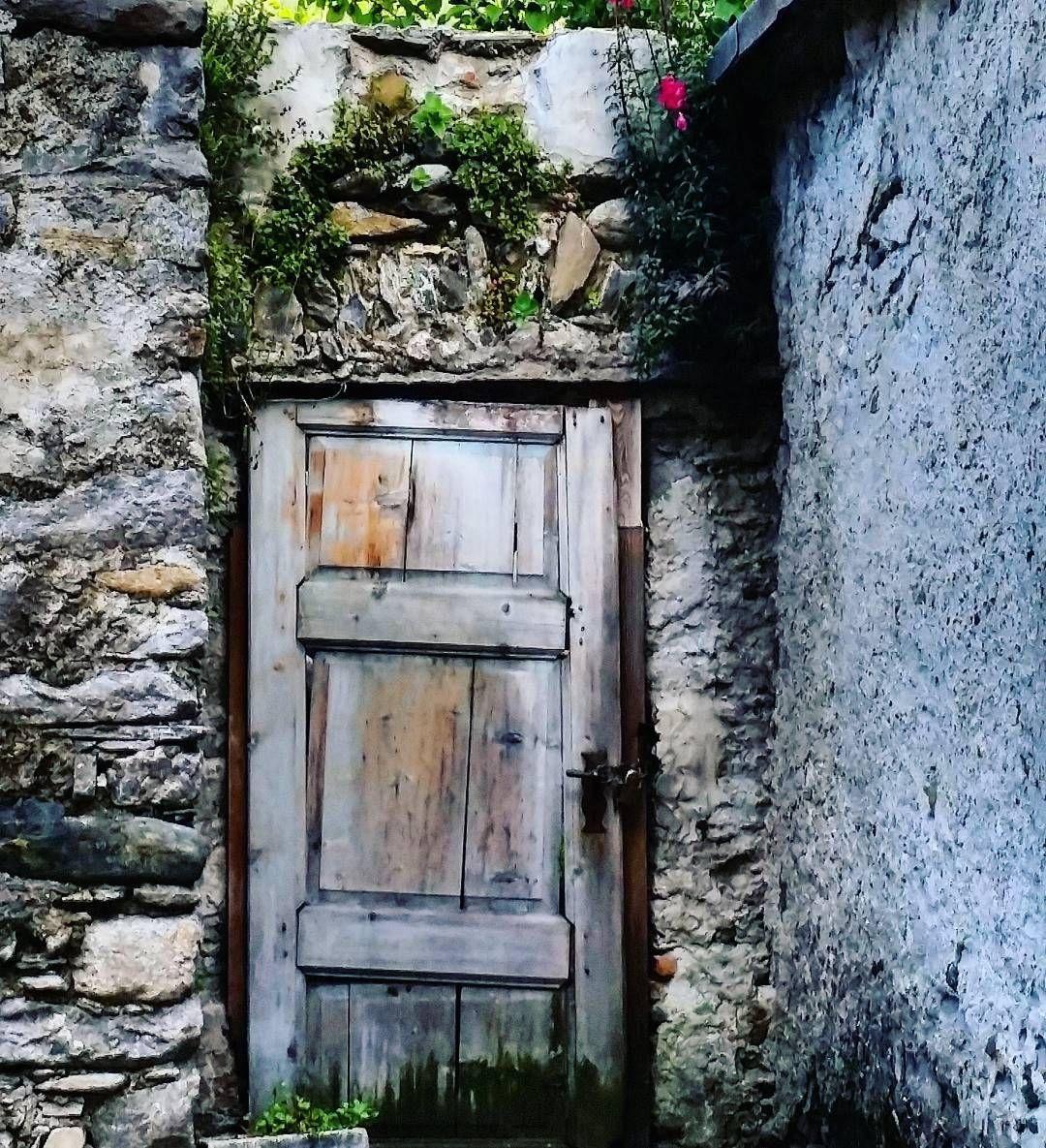 La piccola porta che ci nasconde luoghi incantati... by silvanaferreri