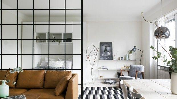Compacte Woonkamer Inrichting : Compacte studio met te gekke glazen roomdivider en ruimtelijk