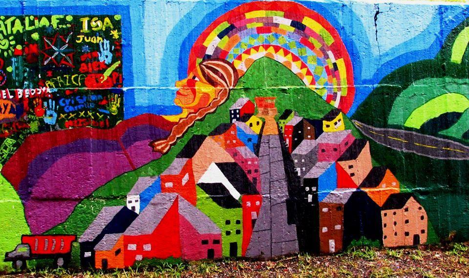 Este mural se realizó  en el 2014 con la colaboración de la Junta de Acción Comunal y los niños del barrio El Porvenir ubicado en el Municipio de Chinchina. Y tenía como fin expresar el proceso comunitario que hizo posible la construcción no sólo de las casas y las calles, también de una comunidad unida por el derecho a vivir dignamente.