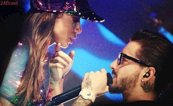 Maluma Beija Anitta Em Show Que Tem A Presenca Dos Atores De As