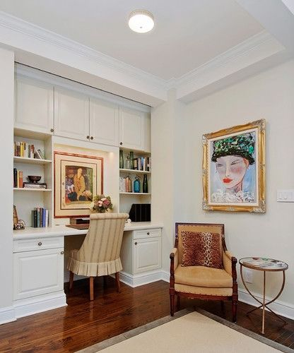 Pretty Office/sitting Area In This Manhattan Pied-A-Terre