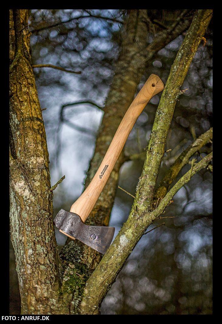 Wetterlings outdoor axe #118 Letvægts økse med langt skæfte, lavet til både en og to hænder. Med to hænder kan du...