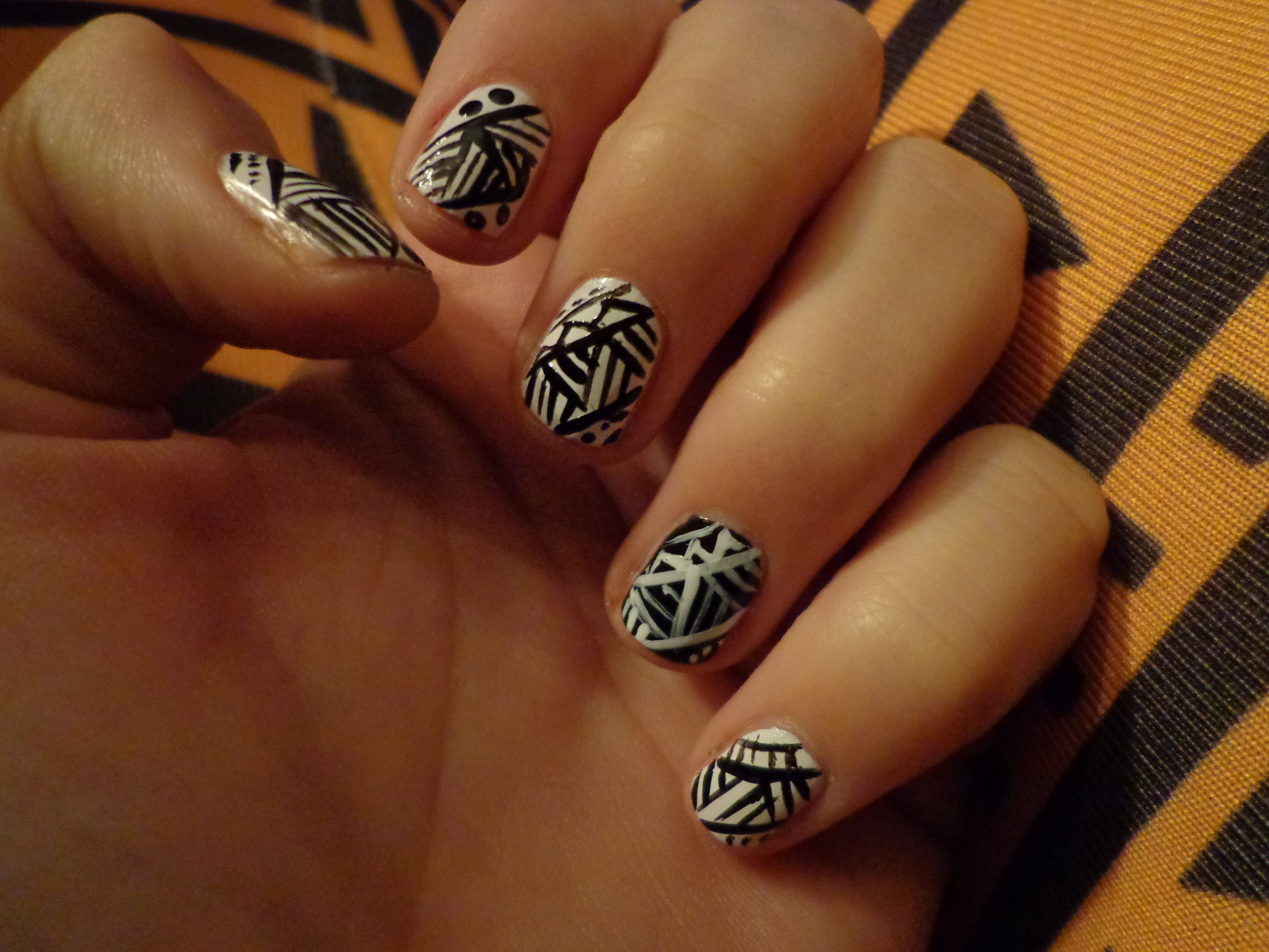 my very own tribal nails on my lovely qooqoo leggings (www.qooqoo.lv)
