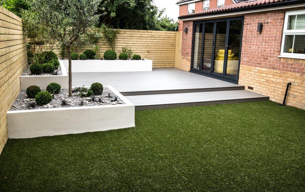 Photo of Small, low maintenance garden minimalistischer garten von yorkshire gardens minimalistisch holz-kunststoff-verbund | homify