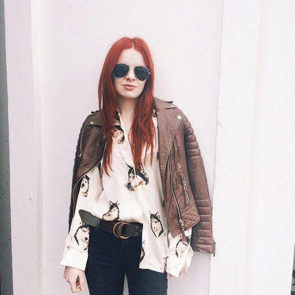 Pin for Later: Gelangweilt von euer Lederjacke? 18 verschiedene Möglichkeiten sie zu stylen Mit einer bedruckten Bluse
