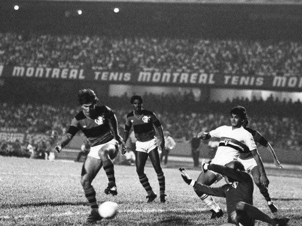 Um dos grandes jogos deste time - 1982 - São Paulo 3x4 Flamengo no Morumbi, pelo Brasileiro (O Globo).