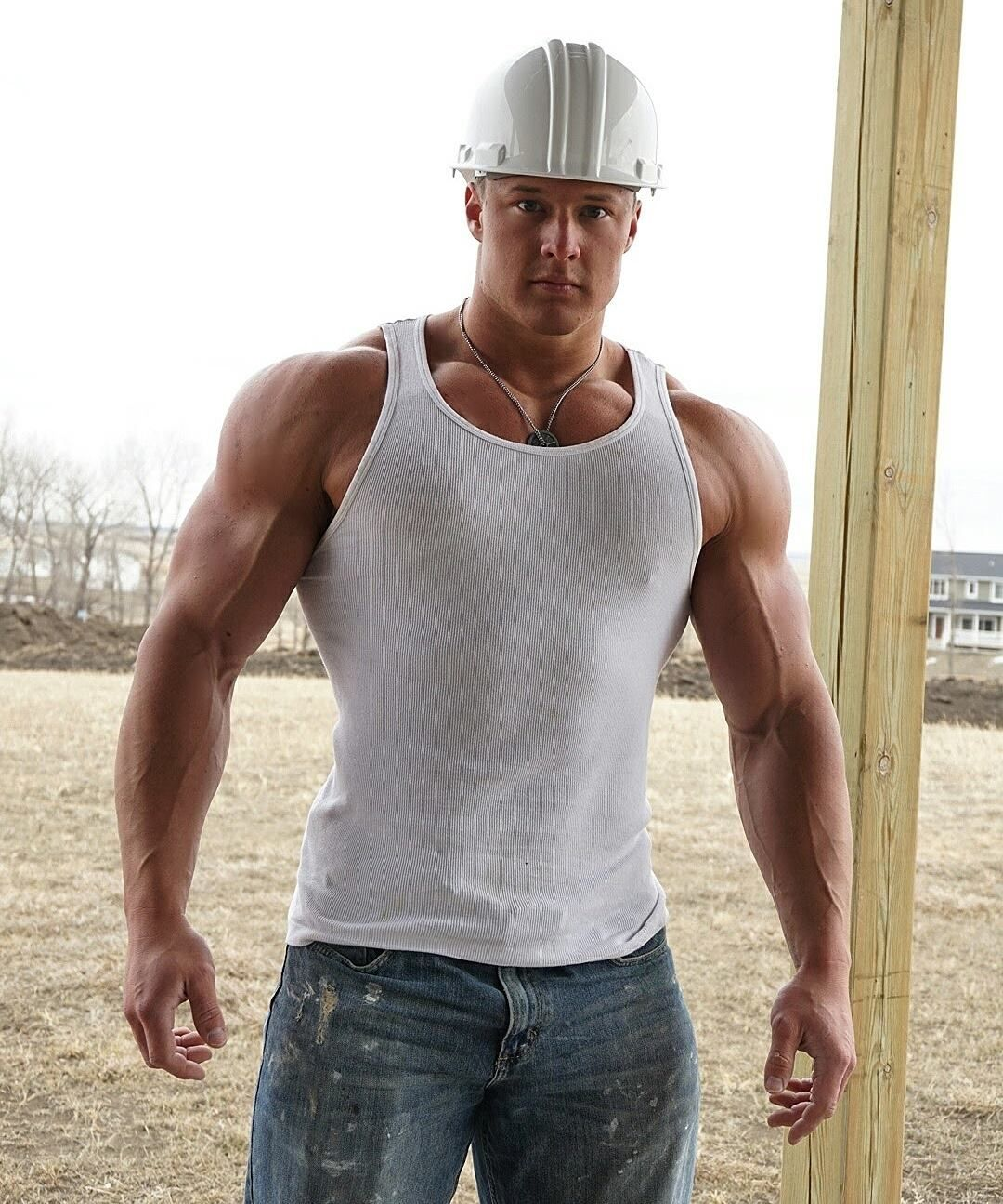 Fricks y Selfies — Construction worker by day Bodybuilder at