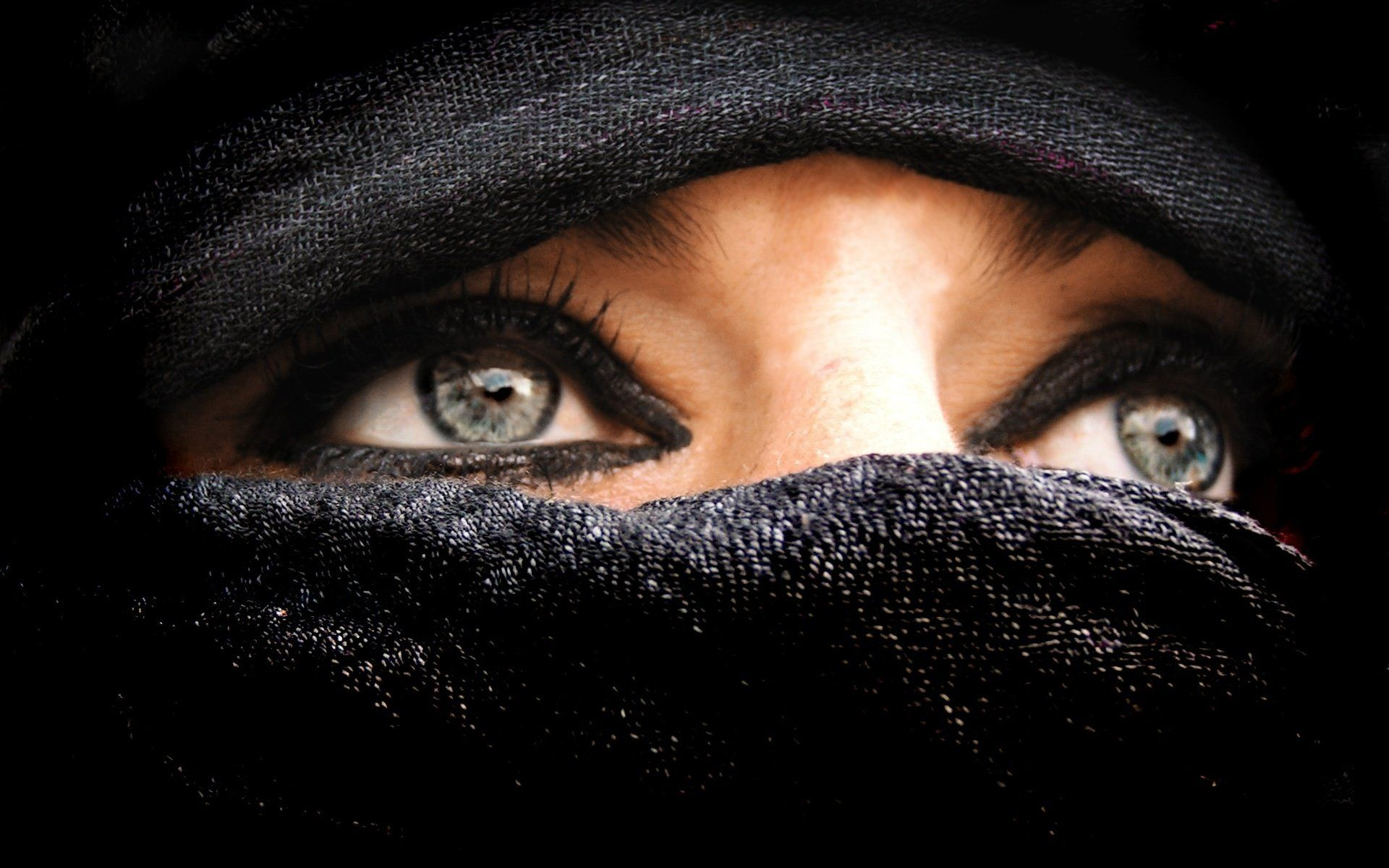 Woman In Burka Woman In Burka Beautiful Eyes Beautiful