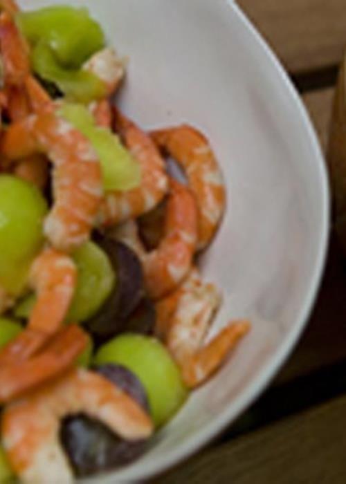 Salada de camarão com maionese de pickles