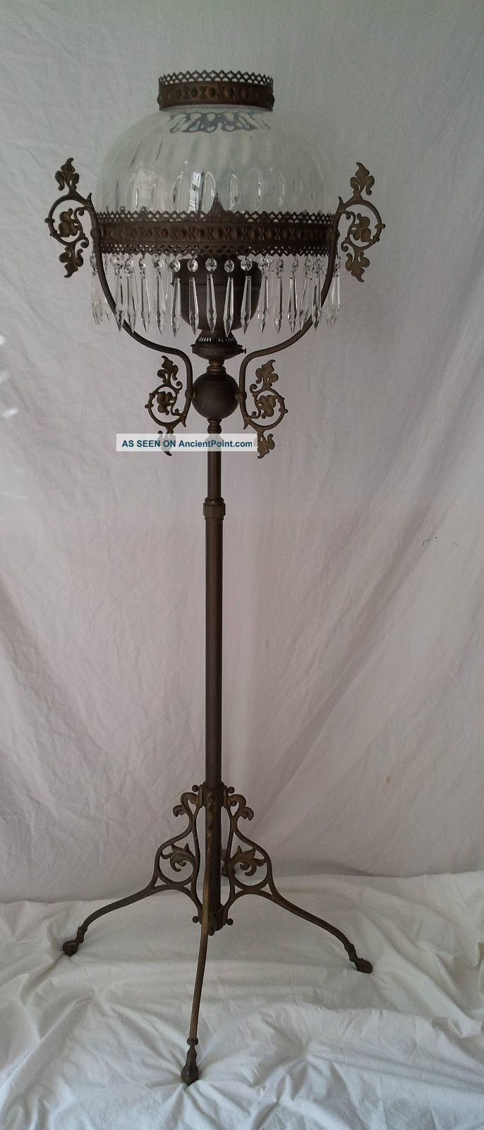 Vintage floor lamps - Antique Victorian Style Kerosene Oil Floor Lamp Brass John Scott