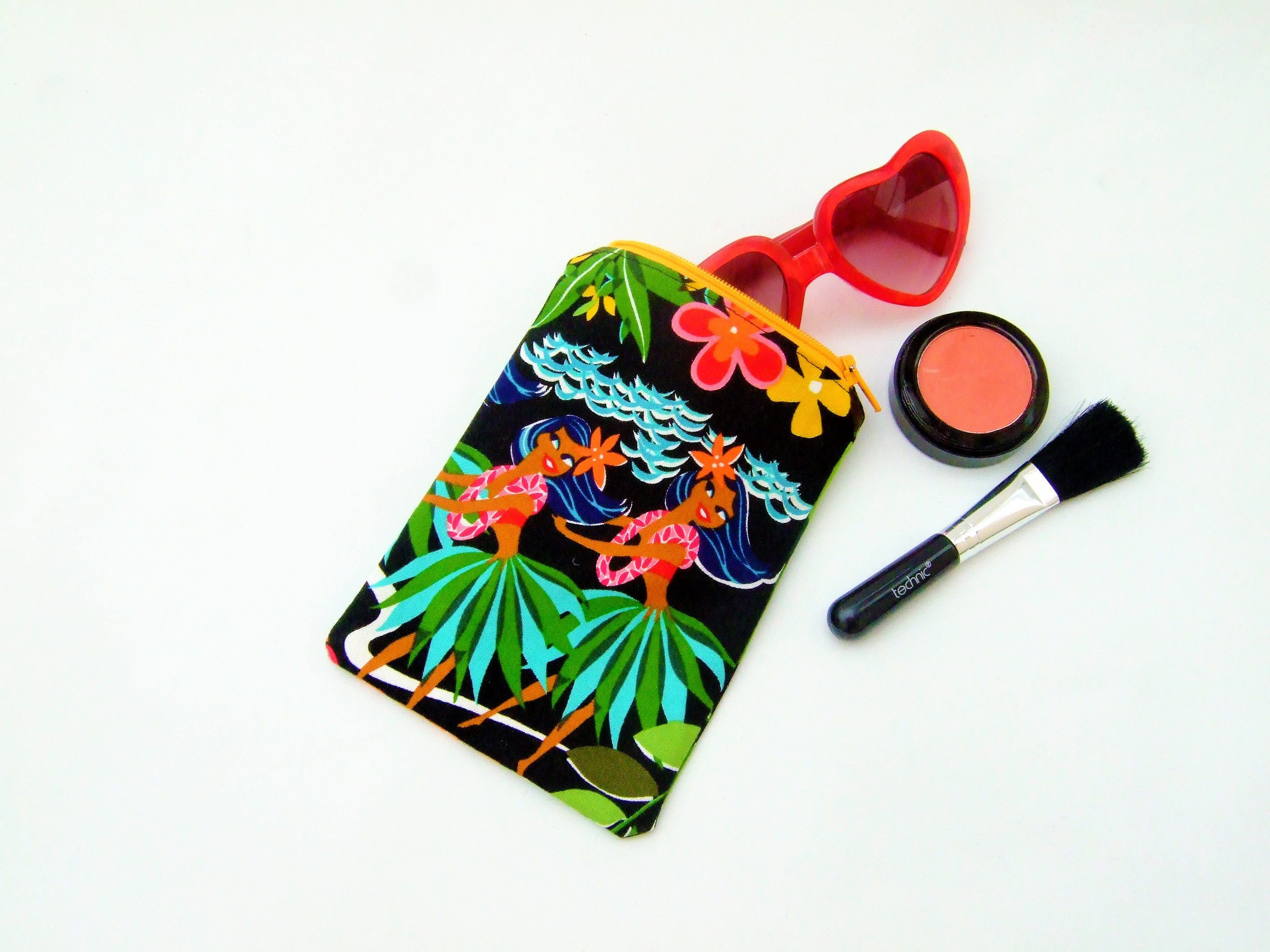 Retro sunglass case, kitsch tiki case, make up bag, tiki retro pouch, hawaiian fabric, cute cosmetic case, beach holiday bag, tikibar kitsch by Kitschosaurus on Etsy