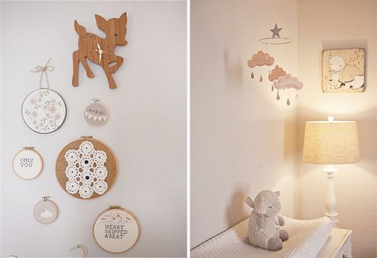 Une chambre bébé joliment vintage   Chambres bébé, Horloge en bois ...