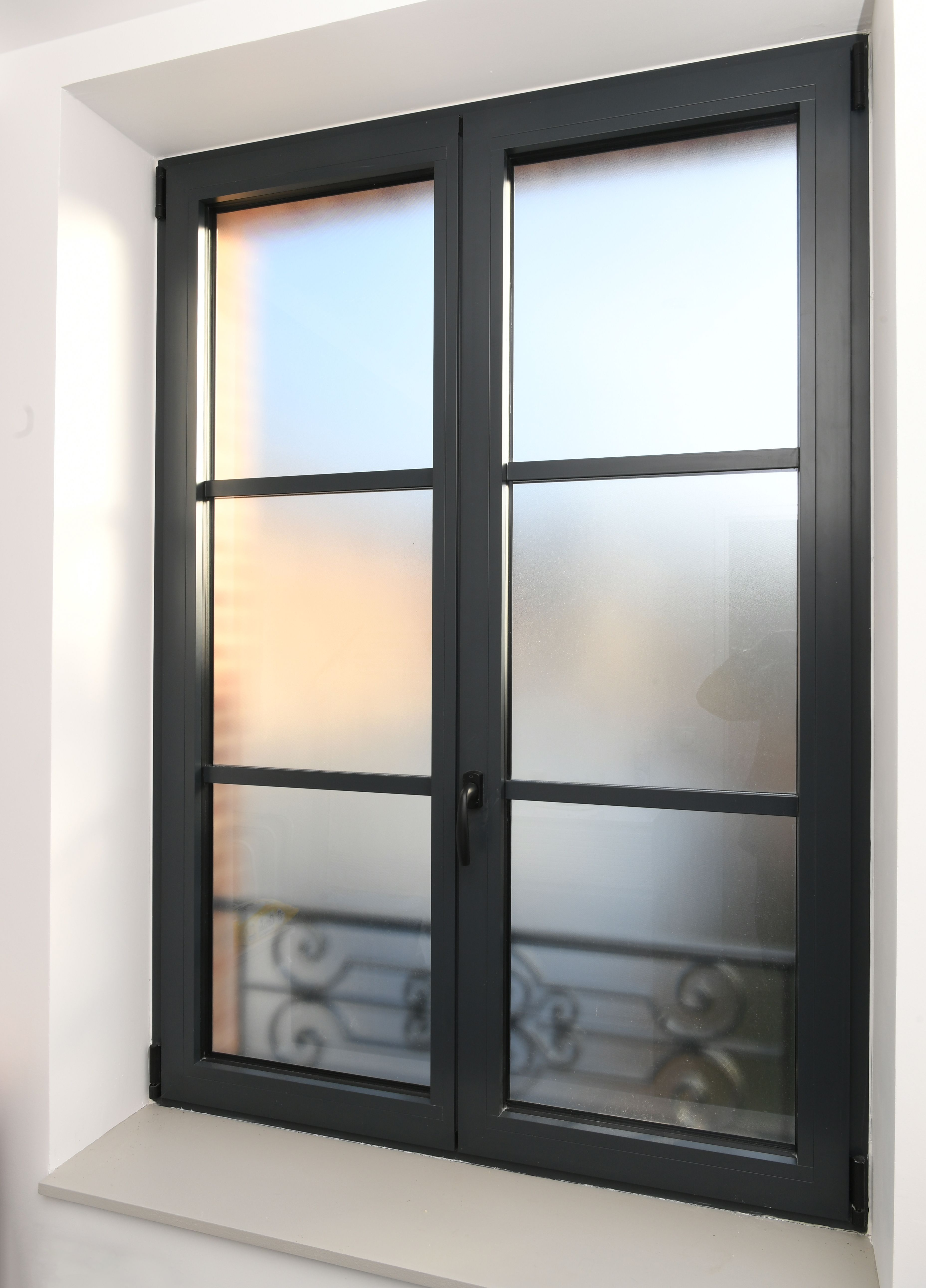 Changer Ses Fenetres Dans L Ancien En Preservant Style Et Intimite Fenetres Aluminium Design De Maison Contemporaine Fenetre Double Vitrage