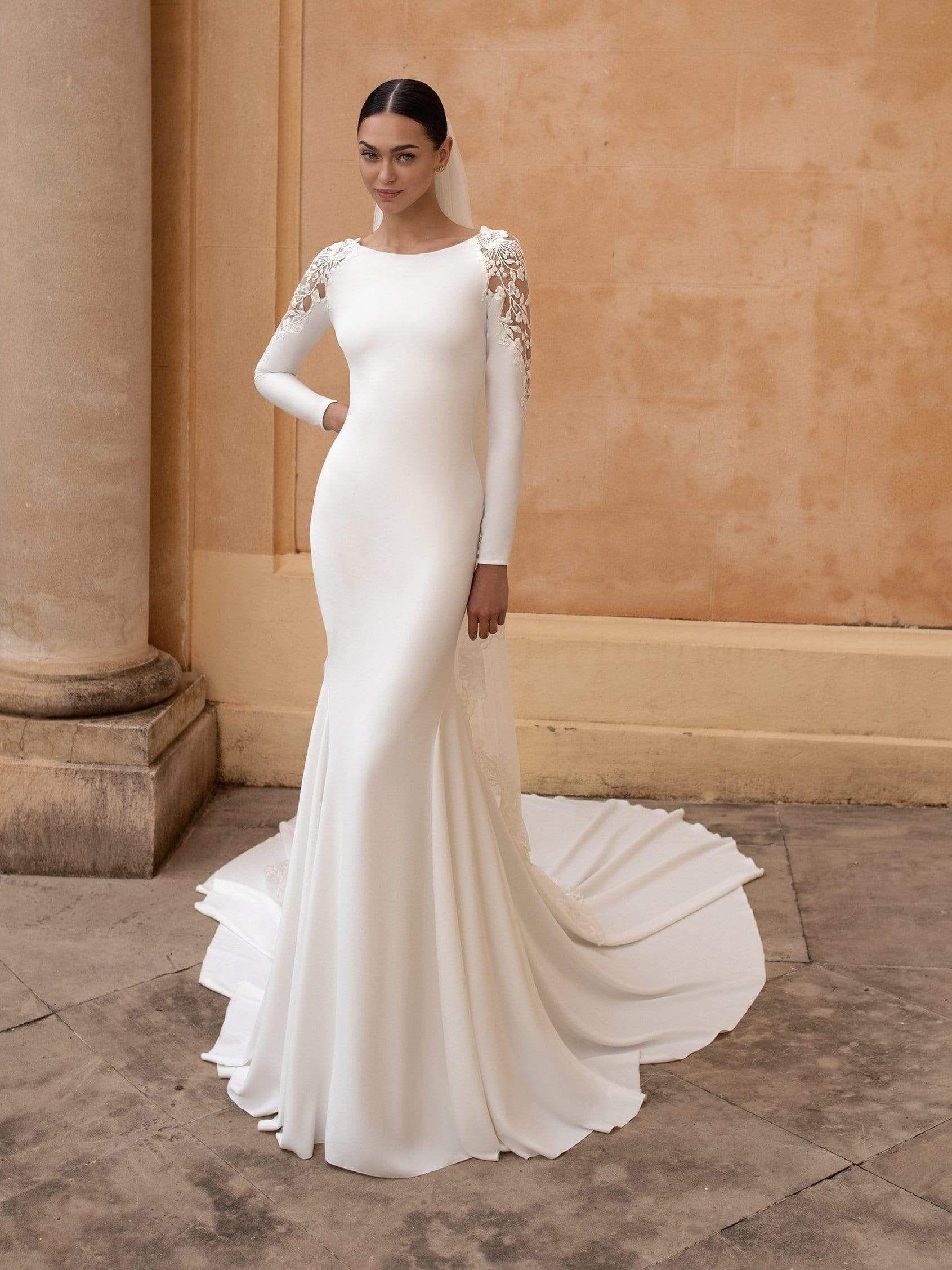 Pronovias Frostia in 18   Online wedding dress, Trumpet wedding ...