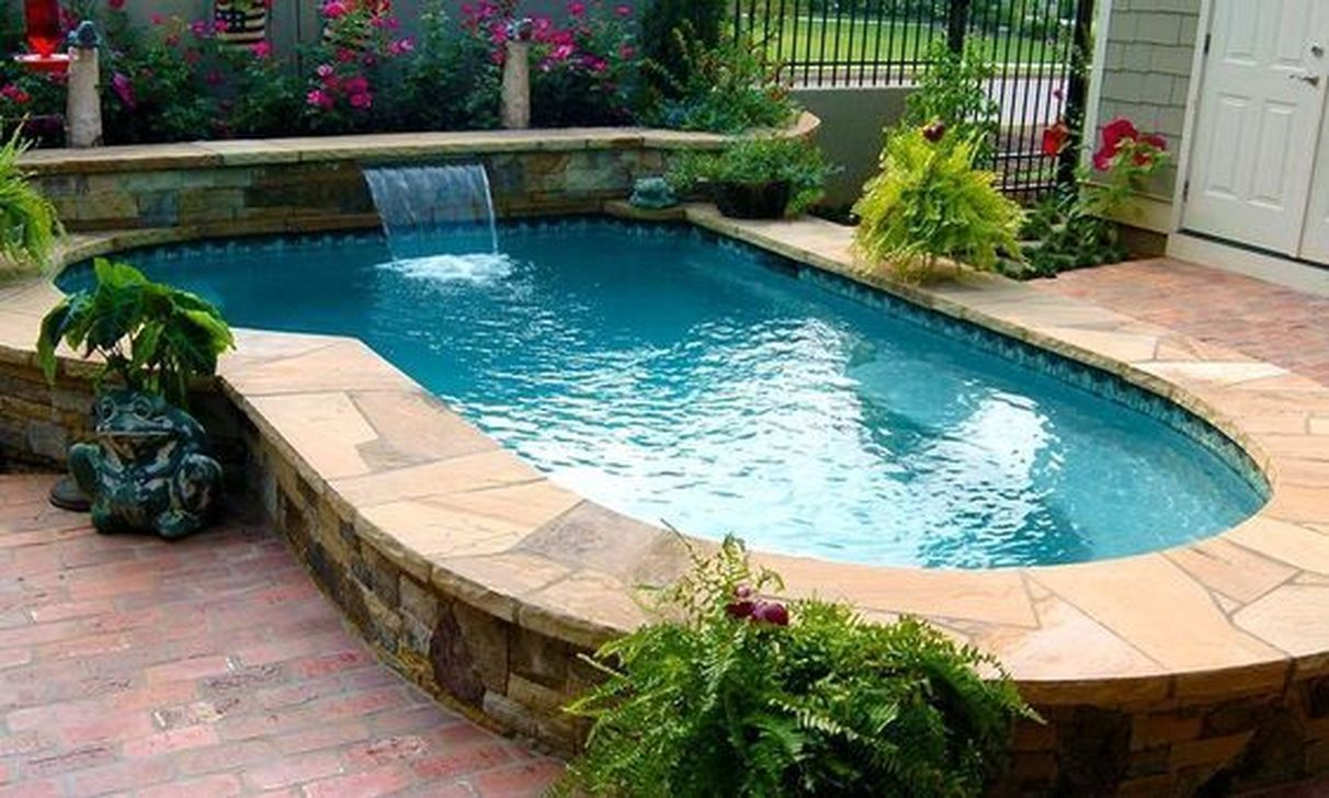 34 Lovely Small Swimming Pool Design Ideas On A Budget